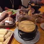 Dia de fondue!!!! Deliciaaa! Com os pes da panesseartesanal dehellip